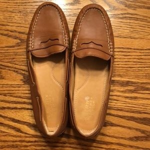 EUC Sperry loafers. Size 8. Tan